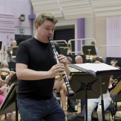 Mark Simpson playing clarinet with the BBC Philharmonic Orchestra.